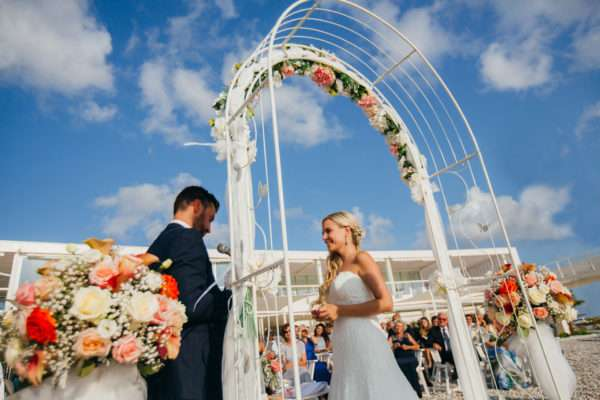 brautpaar; braut; braeutigam; bridal couple; bride; groom; wedding dress; hochzeit in kroatien; heiraten in kroatien; wedding party; wedding planner croatia; marrytale; sunset: beach wedding; hochzeit am strand; wedding vows; hochzeit zadar