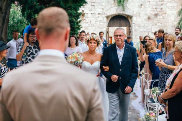 hvar; marrytale; heiraten in hvar; heiraten in kroatien; wedding planner hvar; wedding planner croatia; hochzeitsplaner hvar; hochzeitsplaner kroatien; bride; wedding dress; bouquet; florist croatia; wedding location hvar