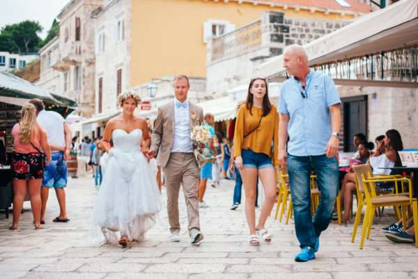 hvar; marrytale; heiraten in hvar; heiraten in kroatien; wedding planner hvar; wedding planner croatia; hochzeitsplaner hvar; hochzeitsplaner kroatien; bridal couple; wedding dress; bouquet