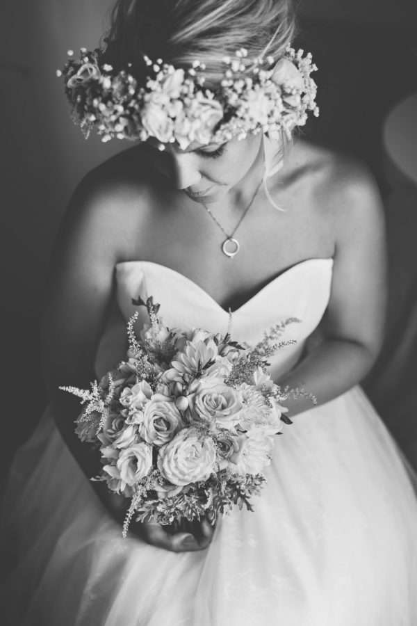 bride; braut; strauss; flowers; wedding dress; hochzeitskleid; hvar; marrytale; heiraten in hvar; heiraten in kroatien; wedding planner hvar; wedding planner croatia; hochzeitsplaner hvar; hochzeitsplaner kroatien