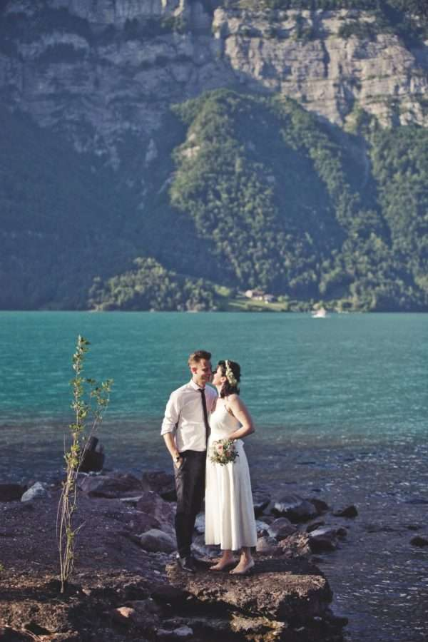 get married by the walensee; wedding planner walensee; wedding planner switzerland; destination wedding walensee; destination wedding planner switzerland; marrytale; bridal couple; shooting; bride; groom; wedding dress; bouquet