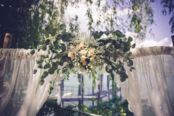 get married by the walensee; wedding planner walensee; wedding planner switzerland; destination wedding walensee; destination wedding planner switzerland; marrytale; wedding arch; flowers