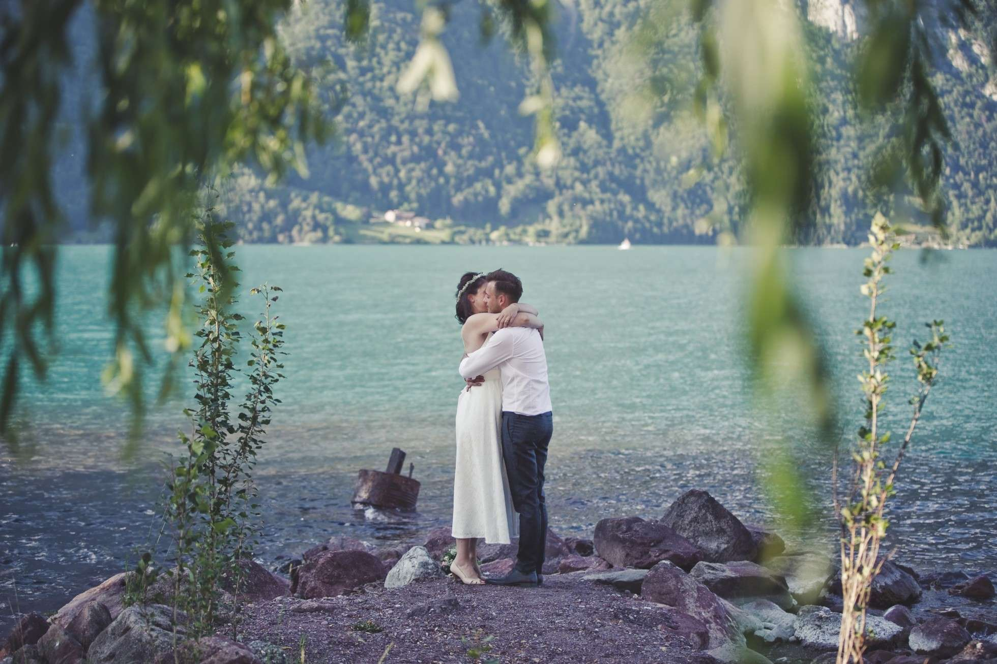 walensee; hochzeitsplaner walensee; hochzeitsplaner schweiz; swiss wedding planner; marrytale; heiraten in dioe schweiz; destination wedding switzerland; heiraten auf see; brautpaar; bridal shooting; braut; braeutigam; hochzeitskleid